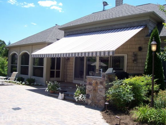 Retractable Awning1
