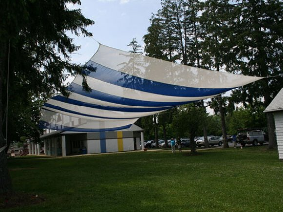 custom-installation-sunshade-suspended-from-trees