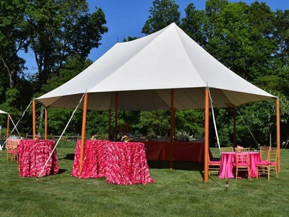 pole-tent-on-location-with-tabletoppers
