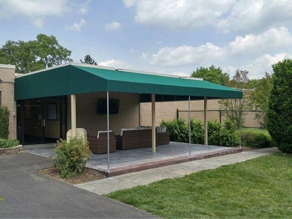 commercial-awning-exterior-seating-area