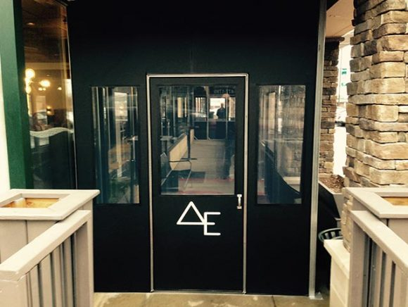 custom-enclosures-retail-store-entrance